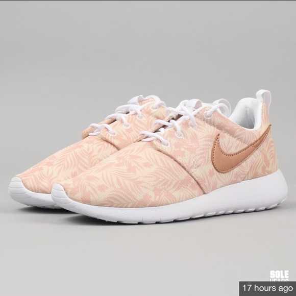 Nike roshe one rose gold print