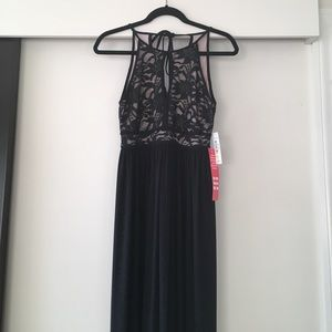 Nightway Dresses & Skirts - NWT Nightway Petite Lace Keyhole Halter Gown