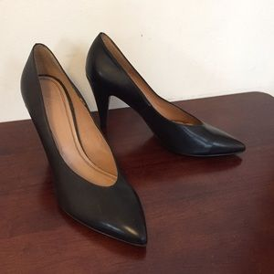 Zara Shoes - NWOT Zara Classic Black Leather Pump
