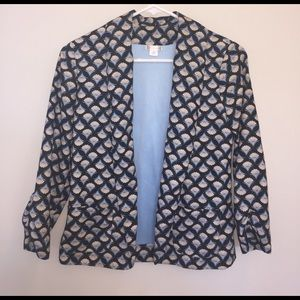 Scalloped design blazer.