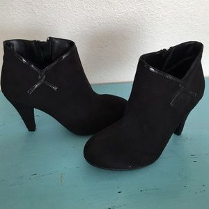 predictions Shoes - Predictions black suede booties boots