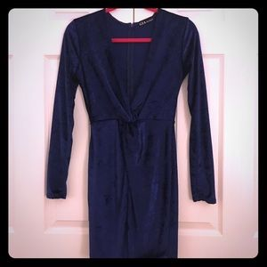 Glamour & Co. Dresses & Skirts - Deep V dress!