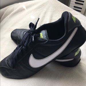 Nike Shoes - Men s Nike Flat Sole Sneakers black Size 11 85589d205