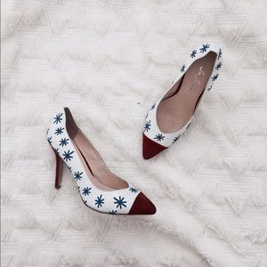 Saint Laurent Shoes - Bnwt Isa Tapia star embroidered leather pumps