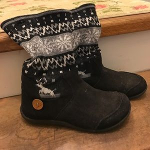 Salomon Shoes - Women's boots with knit cuff.