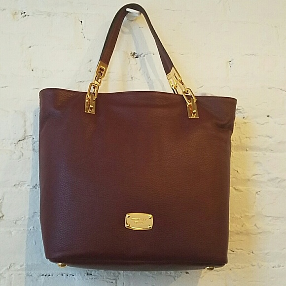 3c5b3916f166a9 Michael Kors Bags | Nwt Brooke Med Leather Tote In Merlot | Poshmark