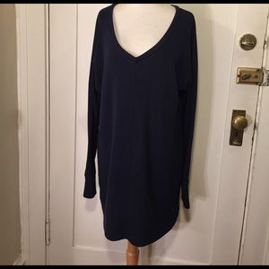 GAP Tops - Gap maternity navy blue V-neck sweatshirt tunic