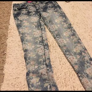 Tinseltown Denim - Tinseltown Faded Floral Skinny Jeans