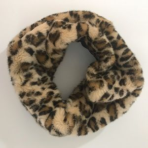 FINAL CHANCE...ZARA FAUX FUR LEOPARD SNOOD SCARF