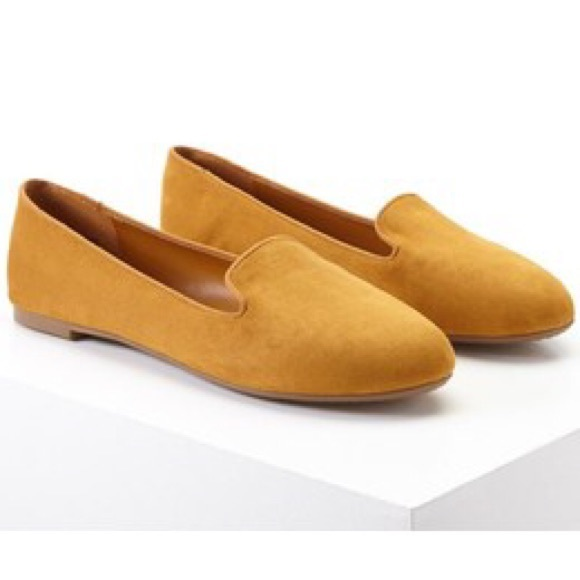 c76501096feb0 Forever 21 Shoes - Mustard faux-suede flats from Forever 21 //