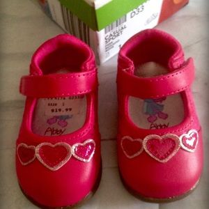 Sesame Street Other - Adorable baby heart shoes