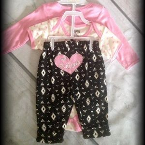 Baby Gear Other - 3 piece Love set. Super adorable.