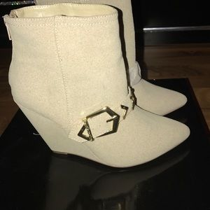 Sophia & Lee Shoes - Beige wedge booties
