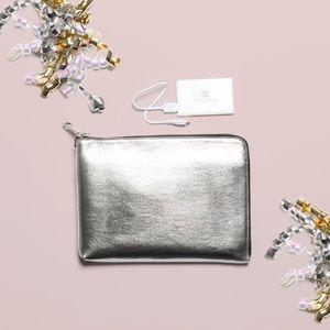 Ivanka Trump Handbags - 💜IVANKA CELL CLTCH