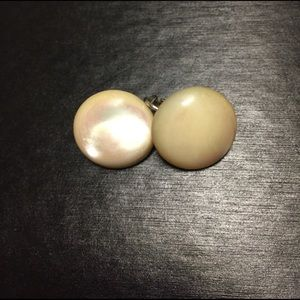 Jewelry - Vintage round pearly CLIP earrings