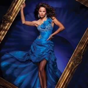 Tony Bowls Dresses & Skirts - 💙Prom/ formal gown💙