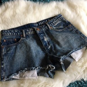 THE FRAYED Mid Rise Cut Off Shorts - SZ: 6