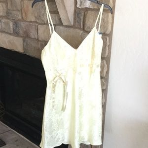 Other - Darling yellow nightgown