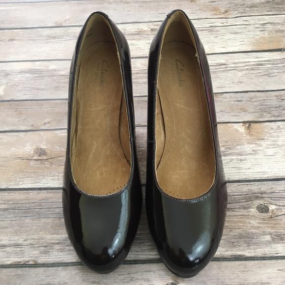 6d73691977b NWT clarks Delsie Bliss burgundy heels size 6