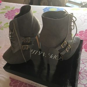 sophia & lee Shoes - Grey platform boot.