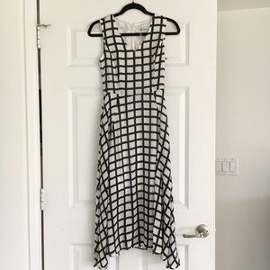 Black & White Graphic Print Midi Dress