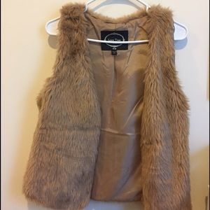 Tan Faux-fur vest