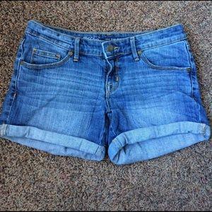Pants - Mid-Rise denim shorts