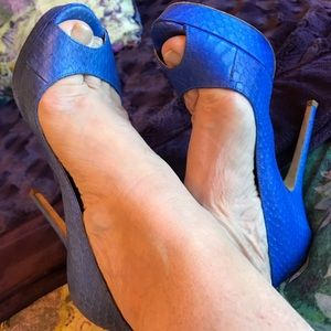 Gorgeous JIMMY CHOO Indigo Peeptoe Blue Heels💙💙