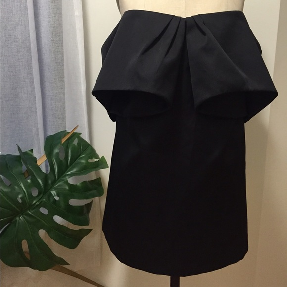 cameo Dresses & Skirts - Cameo Off the Shoulder Black Dress Size Medium