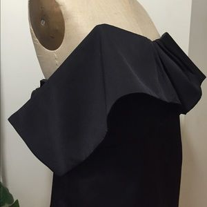 cameo Tops - Cameo Off the Shoulder Top Size Small