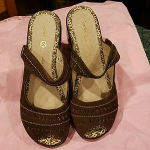 JAMBU Shoes - JAMBU BROWN PEEP TOE CLOGS SIZE 7 M!!!!