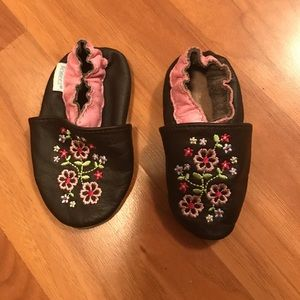 Robeez Other - Infant robeez shoes slippers leather