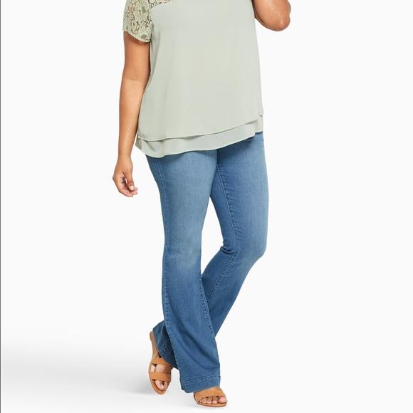 5cb300dd5fe97 Torrid Three-Button Flare Jeans-Light Wash. M 58a3b0582ba50a10d9006d5b