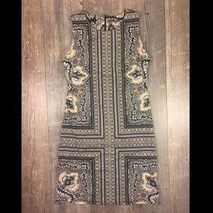 J. McLaughlin Dresses & Skirts - J. McLaughlin printed sleeveless midi dress