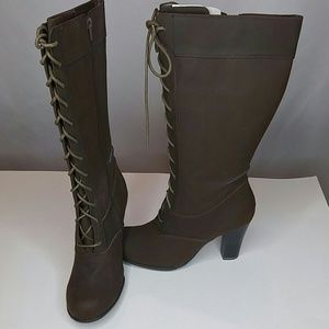 Shoes - Brown lace up boots
