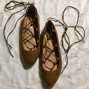 Report Lace-up Ballet Flats