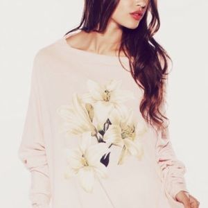WILDFOX PINK LILY TEE SIZE XS