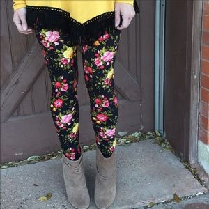 Infinity Raine Pants - 💕Black Floral Leggings