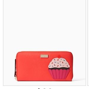 kate spade Handbags - 💥💥💥ONE HOUR SALE💥💥Beautiful Kate Spade Wallet