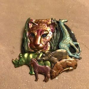 Jewelry - 🍇 Animal Brooch