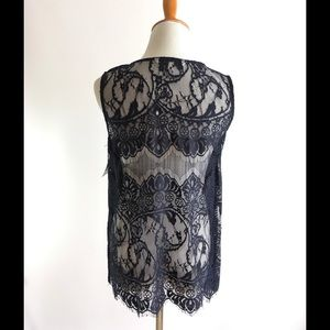 Cupcakes and cashmere top M lace sleeveless blue