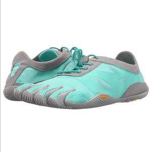 Vibram Shoes - NWT Women's Vibrams KSO Evo Cross Training Shoe