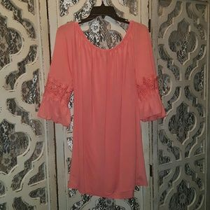 Tops - Tunic with lace detail on sleeves
