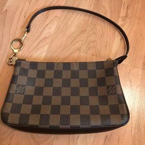 Handbags - Louis Vuitton Pochette.