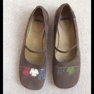 Camper Shoes - Camper shoes, olive suede with clothes line decor