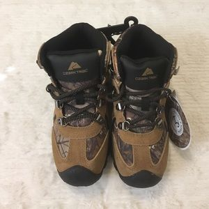 Realtree Ozark Trail Other - Realtree Ozark Trail Boy's Sz 1 Camouflage Boots