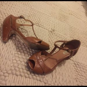 Urban Outfitters Shoes - T-strap open toe kitty heel sandals