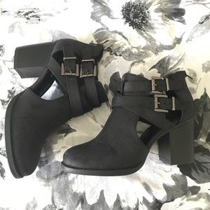 Soda Shoes - Ankle booties