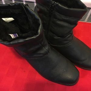 totes Shoes - Snow boots by totes sz 6.5 leather uppers