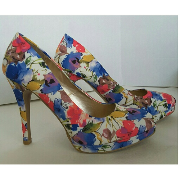 c862d99b739 Qupid Floral Print Platform Heels Size 9. M 58a4c551f092829ff902069b